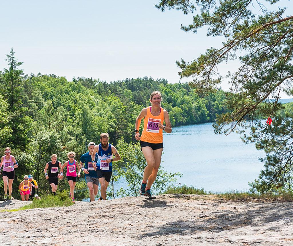 Löpare vid Västra Långvattnet på Skatås ryggar foto Mikael Svensson